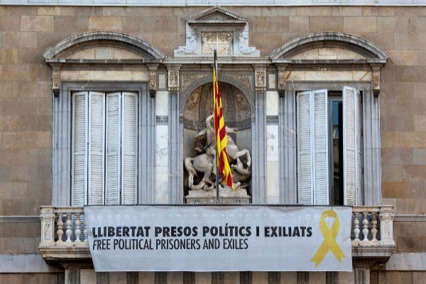 GRAF8685. BARCELONA.- La <HIT>pancarta</HIT> &amp;quot;Libertad presos...