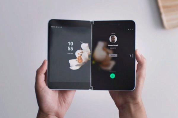 Microsoft lanzará un móvil con dos pantallas... ¡y Android!