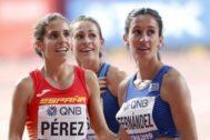GRAF3355. DOHA.- La atleta española <HIT>Marta</HIT> <HIT>Pérez</HIT> (i) junto a la uruguaya María Pia Fernández (d), este miércoles, tras la serie clasificatoria femenina de 1500 metros del Mundial de Atletismo IAAF Doha 2019, celebrado en Catar.