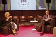 Manuela Carmena y Alberto Ruiz-Gallardón, ayer, en la charla en el COAM.