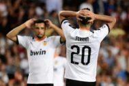 Coquelin y Ferran se lamentan de las ocasiones falladas por el Valencia.