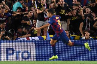 Luis Suárez se engancha con la grada tras su primer gol