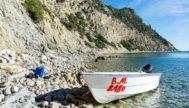 Una patera procedente de Argelia en la costa de Santa Eulalia, al sureste de la isla de Ibiza.
