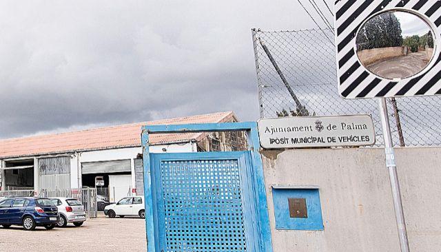Entrada al depósito municipal de vehículos abandonados de Son Toells en Sa Indioteria. ALBERTO VERA