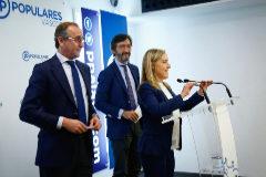 Alfonso Alonso junto a Amaya Fernández e Iñaki Oyarzábal en la presentación de su reforma fiscal.