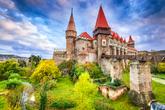 Nos encontramos ante posiblemente el castillo de estilo gótico más...