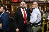 El presidente de Vox, Santiago Abascal, junto al fotógrafo del partido, Alberto Cuéllar