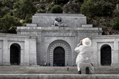 Entrada a la basílica del Valle de los Caídos donde se encuentra la...