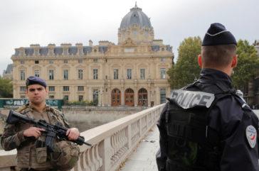 Mueren cuatro agentes apuñalados por un funcionario en la jefatura de Policía en París
