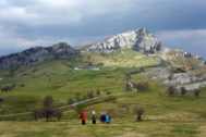 Excursionistas en el monte Gorbea.