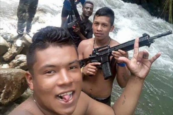Guerrilleros venezolanos en el <HIT>Cauca</HIT>. FOTO: SALUD HERNANDEZ...