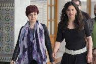 Esperanza Gómez y Teresa Rodríguez, en el Parlamento andaluz.