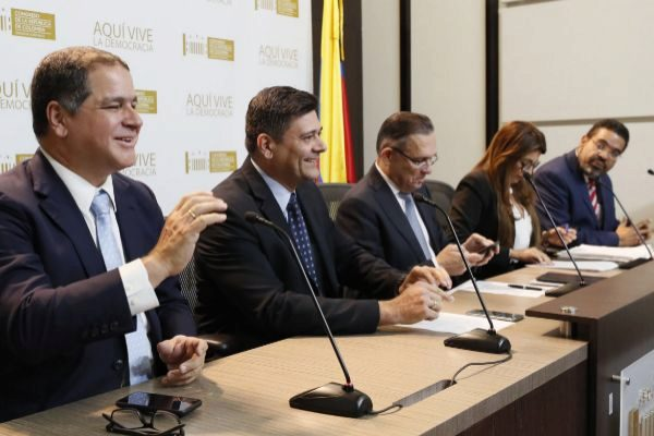 Miembros de la Asamblea Nacional de Venezuela reunidos en Bogotá.