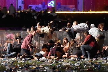 La gente trata de escapar del campo de visión del asesino en un festival de Las Vegas en 2017.