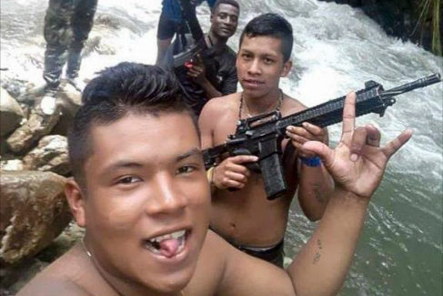 Guerrilleros venezolanos en el <HIT>Cauca</HIT>. FOTO: SALUD HERNANDEZ MORA