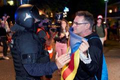 Protesta organizada por los CDR anoche en Calella para reclamar la salida de la Guardia Civil y la Policía Nacional de Cataluña.