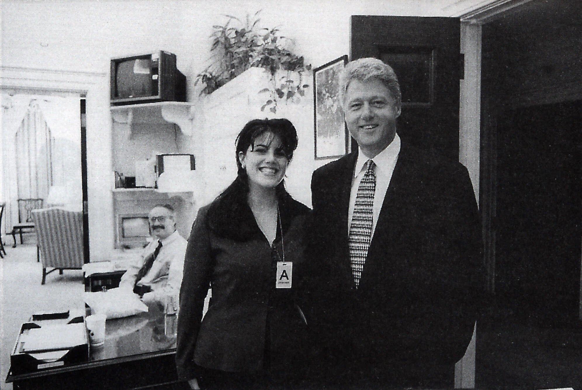 El presidente Clinton y Monica Lewinsky, en la Casa Blanca, en 1995.