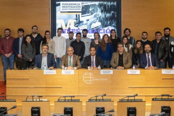 Alumnos y profesores del Máster de Periodismo de Investigación y...