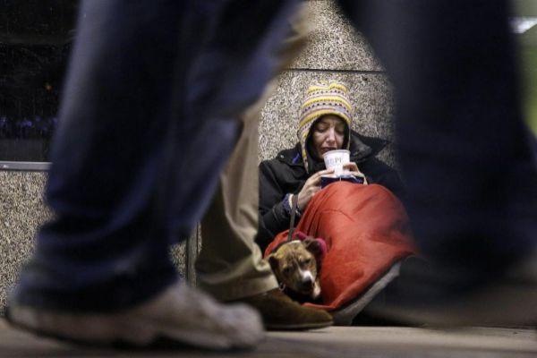 Imagen de una 'homeless' cerca de la estación Victoria en Londres.