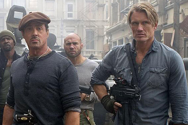 Sylvester Stallone y Dolph Lundgren, en 'Los mercenarios'.