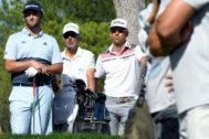 GRAF4621. MADRID.- Los golfistas españoles Jon Rahm (i) y Rafael <HIT>Cabrera</HIT> (d), este viernes, durante su participación en el Abierto de España de Golf, que se disputa en el Club de Campo Villa de Madrid.-