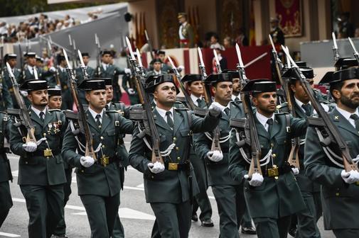 Guardias civiles desfilan en Madrid, en el desfile con motivo de la...