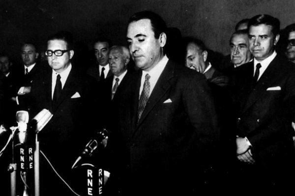 Gonzalo Fernández de la Mora, en su toma de posesión como ministro...
