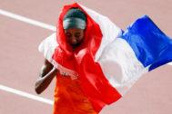 Sifan Hassan celebra su victoria en los 1.500 metros.