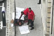 Mickaël Harpon tras ser abatido por un policía.