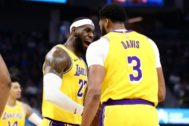 LeBron James y Anthony Davis, ante los Warriors.