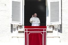 El Papa Francisco, durante el Angelus en la plaza de San Pedro.