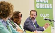 El parlamentario José Ramón Becerra, junto a otros miembros de Equo-Berdeak, ayer, durante una de las intervenciones del Congreso.