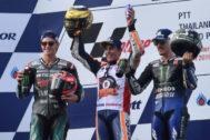 El podio de Tailandia: Márquez, rodeado de Quartararo y Viñales.