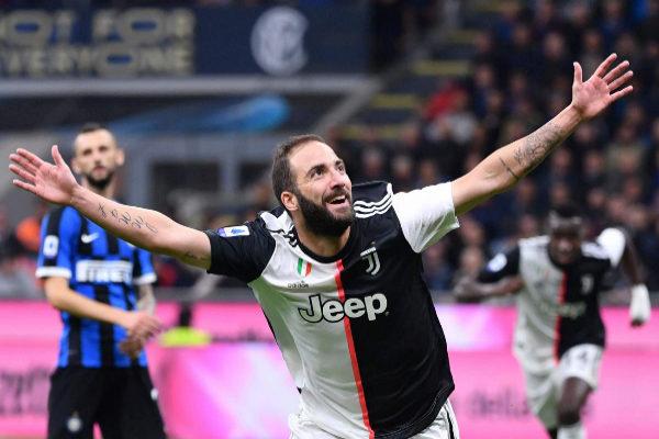 Gonzalo Higuaín celebra el gol de la victoria ante el Inter.