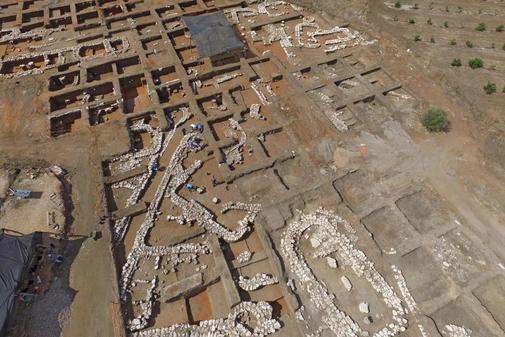 Arqueólogos israelíes trabajan en el antiguo sitio de En Esur (Ein...