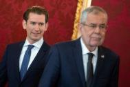 El líder del Partido Popular austriaco, Sebastian Kurz (izqda) y el presidente, Alexander Van der Bellen.