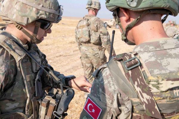 Estados Unidos se repliega en Siria para permitir una invasión turca