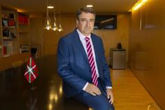 El portavoz del grupo vasco EAJ-PNV en el Congreso, Aitor Esteban, en un momento de la entrevista a EL MUNDO.