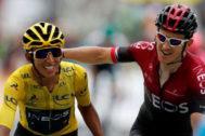 Geraint Thomas felicita a Egan Bernal tras ganar el Tour.