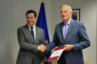 El presidente de la Junta de Andalucía, Juanma <HIT>Moreno</HIT>, y el negociador de la UE para el Brexit, Michael <HIT>Barnier</HIT>.