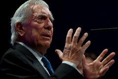 Mario Vargas Llosa, este martes durante la presentación de 'Tiempos recios'.