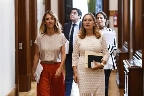 Cayetana Álvarez de Toledo y Ana Pastor, en los pasillos del...