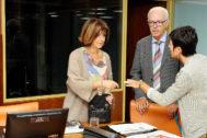 La  titular del departamento de Salud, Nekane Murga, antes de iniciar su comparecencia en la comisión del Parlamento vasco.