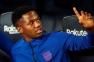 GRAF6386. BARCELONA.- El delantero del FC Barcelona <HIT>Ansu</HIT> <HIT>Fati</HIT>, en el banquillo durante el partido de la octava jornada de Liga en Primera División ante el Sevilla disputado esta noche en el Camp Nou, en Barcelona.