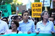 """Íñigo Errejón junto a Marta Higueras(d) e Inés Sabanés (i), números uno, dos y tres por Madrid  de Más País al Congreso, en la manifestación por la """"emergencia climática"""" del pasado 27 de septiembre"""