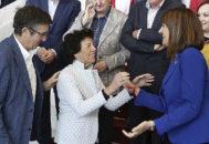 """Los socialistas denuncian el """"bloqueo"""" a Sánchez y son criticados por su """"giro a la derecha"""""""