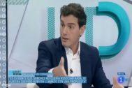 Albert Rivera, en un momento de la entrevista este jueves en TVE.