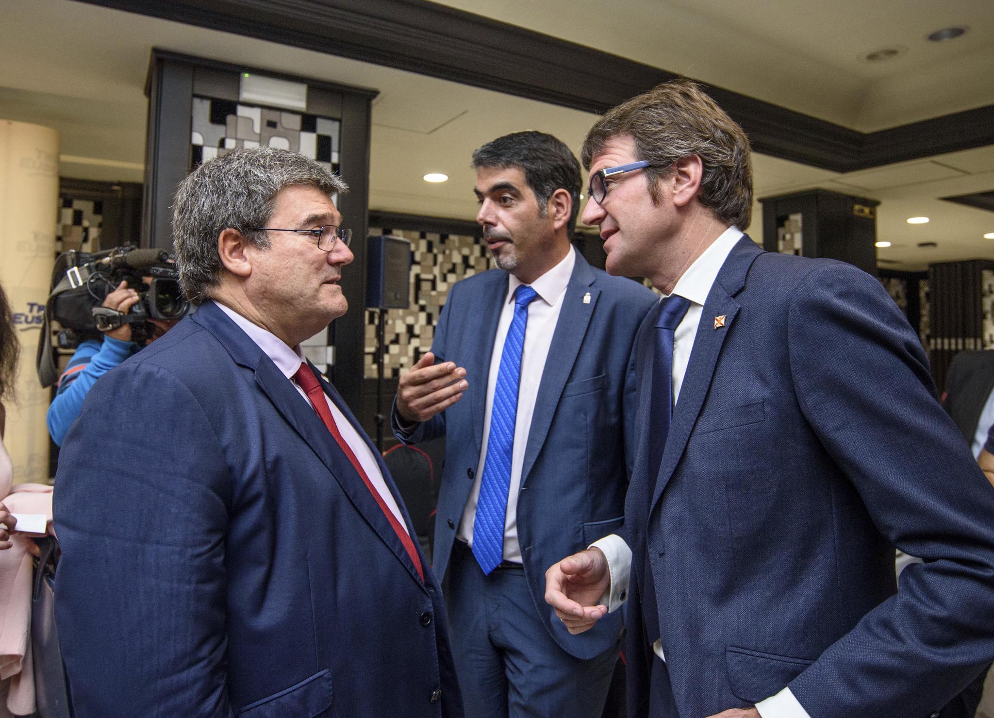 Juan María Aburto (Bilbao), Eneko Goia (San Sebastián) y Gorka Urtaran (Vitoria).