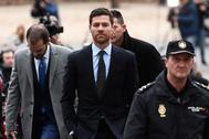 Xabi Alonso llega a la Audiencia Provincial de Madrid.