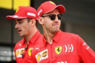 Leclerc y Vettel, el jueves, a su llegada al circuito de Suzuka.